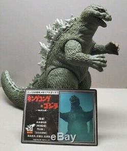 RARE Bandai Godzilla Memorial box set Godzilla 1962 Version 6 inch Vinyl Figure